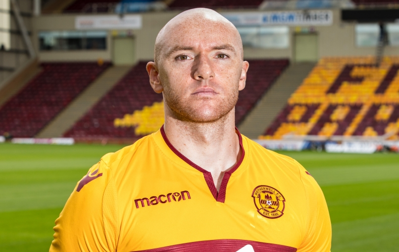 Conor Sammon signs for Motherwell