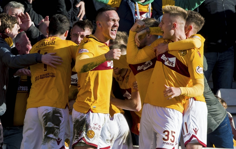 Motherwell beat Hearts to record sixth straight win