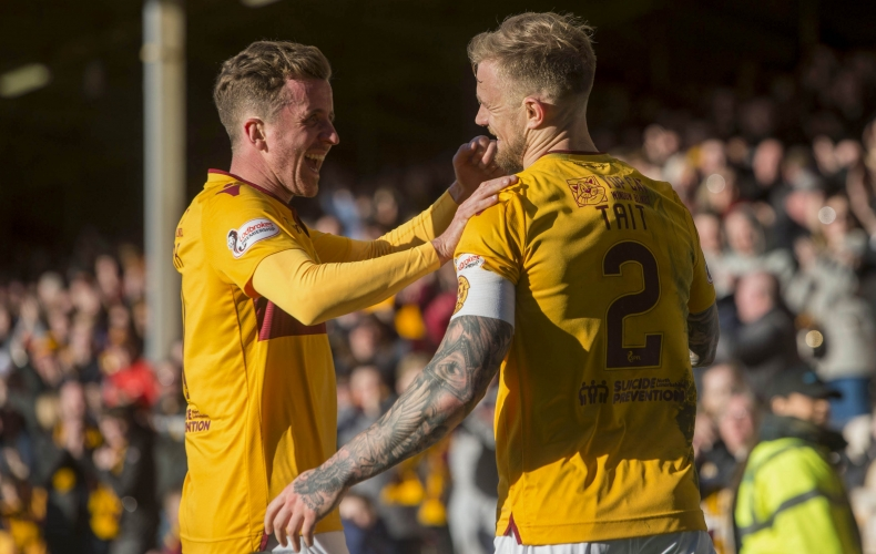 Motherwell keep top six hopes alive