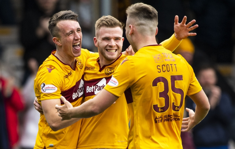 Motherwell lose late goal in draw