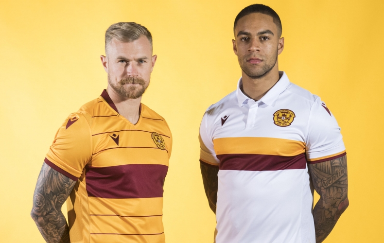 Sponsorless shirts as Paddy Power become main sponsor