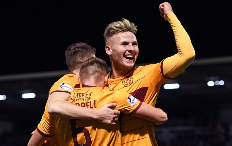 Motherwell win 3-0 at St Mirren
