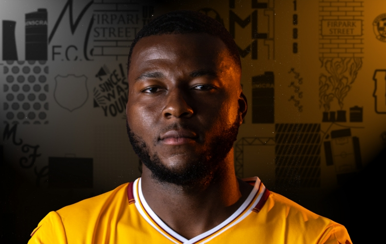Mich'el Parker signs for Motherwell