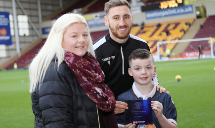 Moult receives award from fans