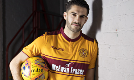 Stephen Hendrie signs for Motherwell